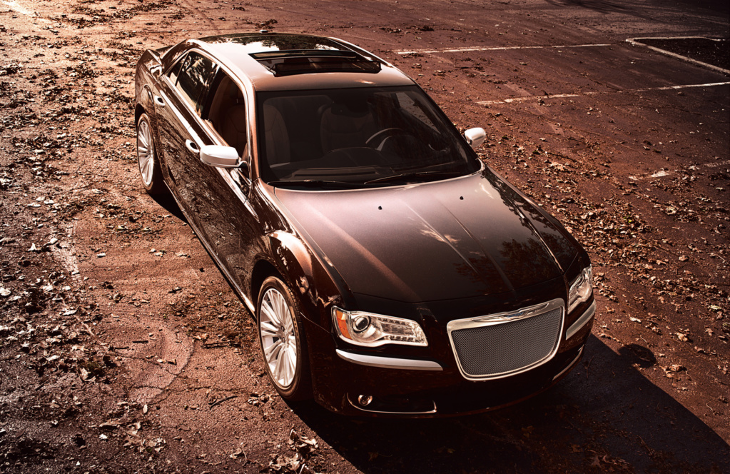 2012 Chrysler 300 Luxury Series. Фото Chrysler