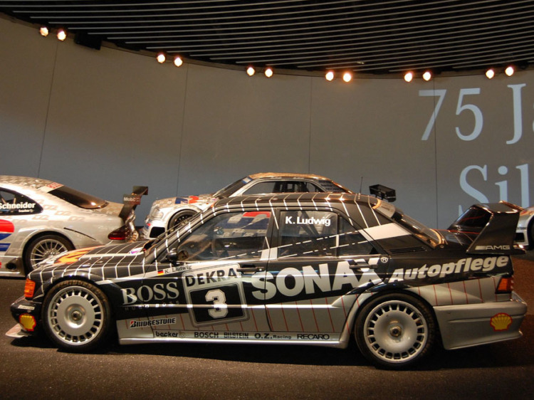 Mercedes-Benz 190E 2.5-16 Evolution II, выступавший в чемпионате DTM 1992 года